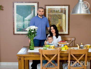 Баста с женой и дочкой